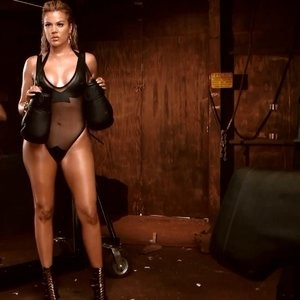 Free nude Celebrity Khloé Kardashian 013 pic