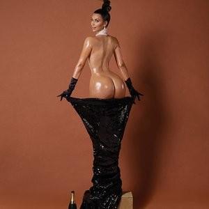 Kim Kardashian Naked (4 Photos and non-photoshop photos) – Leaked Nudes