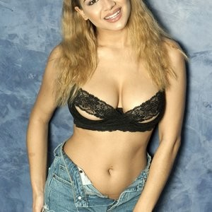 celeb nude Lacey Banghard 005 pic