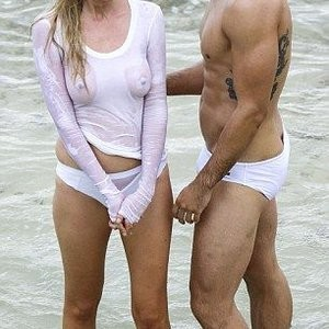 Celebrity Nude Pic Lara Stone 022 pic