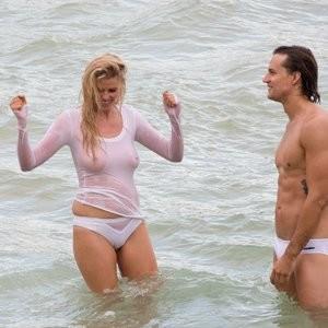 Naked Celebrity Pic Lara Stone 002 pic