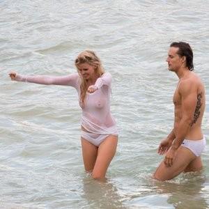 Nude Celeb Lara Stone 005 pic
