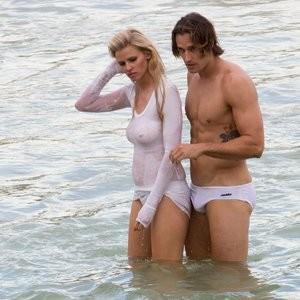 Naked Celebrity Lara Stone 006 pic