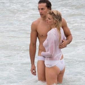 nude celebrities Lara Stone 018 pic