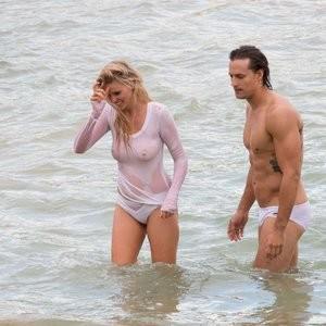 Hot Naked Celeb Lara Stone 020 pic