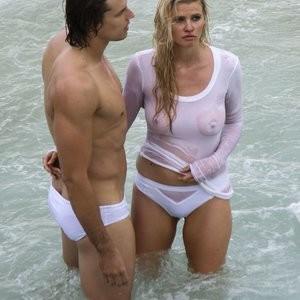 Celeb Naked Lara Stone 031 pic