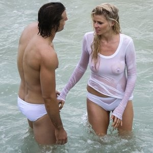 Celebrity Nude Pic Lara Stone 032 pic