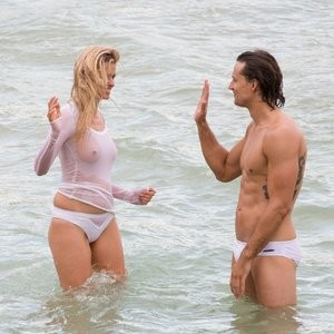 Naked celebrity picture Lara Stone 043 pic