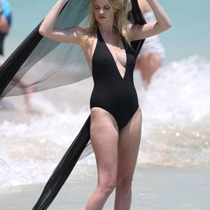 Real Celebrity Nude Lara Stone 023 pic