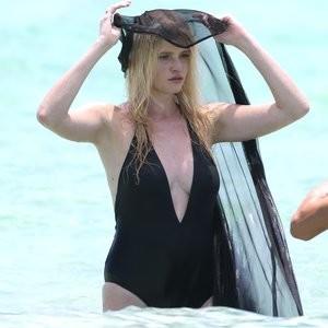 Celebrity Naked Lara Stone 026 pic
