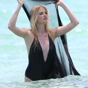 Newest Celebrity Nude Lara Stone 027 pic