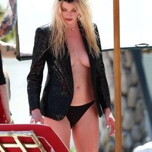 Celeb Naked Lara Stone 058 pic