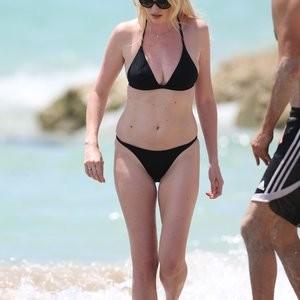 Famous Nude Lara Stone 073 pic