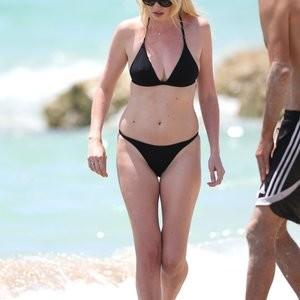 Naked Celebrity Lara Stone 074 pic