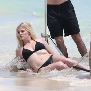 Nude Celebrity Picture Lara Stone 077 pic