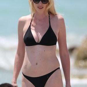 Naked Celebrity Pic Lara Stone 078 pic