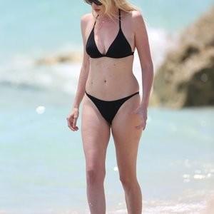 Hot Naked Celeb Lara Stone 079 pic