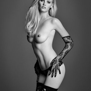 Naked celebrity picture Lara Stone 004 pic