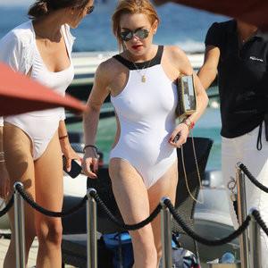 Lindsay Lohan Cameltoe & Pokies (3 Photos) - Leaked Nudes