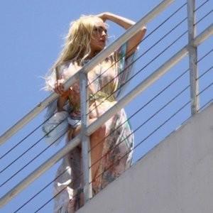 Lindsay Lohan Upskirt (12 Photos) - Leaked Nudes