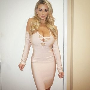Nude Celebrity Picture Lindsey Pelas 003 pic