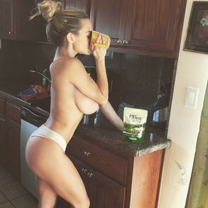 Lindsey Pelas Topless (1 Photo) – Leaked Nudes