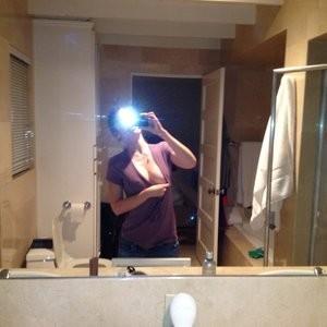 nude celebrities Lizzy Caplan 002 pic