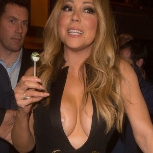 Mariah Carey Cleavage (20 Photos) – Leaked Nudes