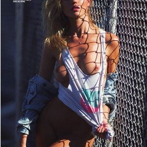 Naked celebrity picture Martha Hunt 001 pic