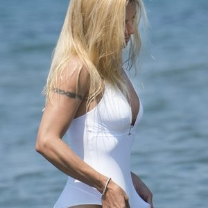 Celebrity Nude Pic Michelle Hunziker 001 pic