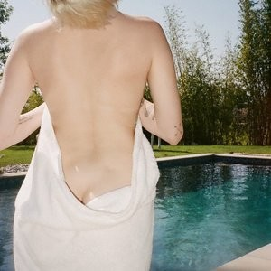 celeb nude Miley Cyrus 016 pic