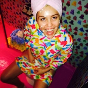 celeb nude Miley Cyrus 021 pic