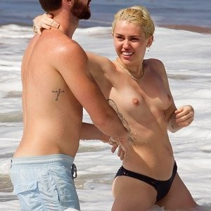 Nude Celeb Miley Cyrus 003 pic