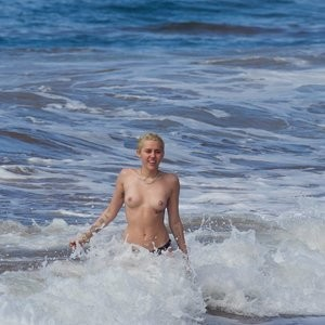 Naked Celebrity Pic Miley Cyrus 016 pic
