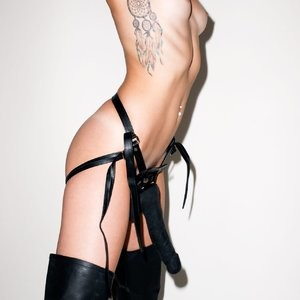 nude celebrities Miley Cyrus 003 pic