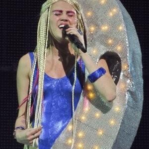 Nude Celeb Miley Cyrus 062 pic