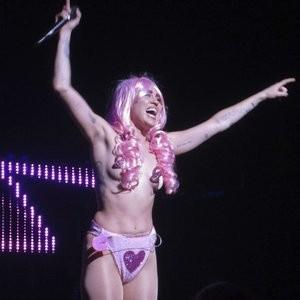 Hot Naked Celeb Miley Cyrus 074 pic