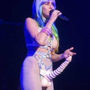 Nude Celebrity Picture Miley Cyrus 080 pic