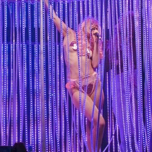 Famous Nude Miley Cyrus 096 pic