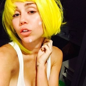 Miley Cyrus Sexy (4 Photos) - Leaked Nudes