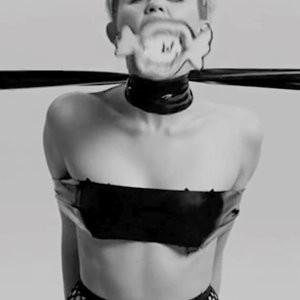 Celeb Nude Miley Cyrus 010 pic