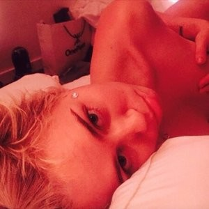 Miley Cyrus Topless (3 New Photos) – Leaked Nudes