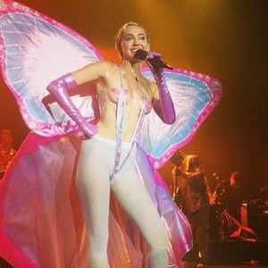 celeb nude Miley Cyrus 028 pic