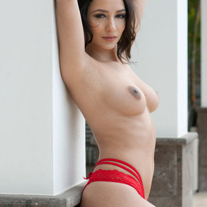 Naked Celebrity Pic Nicola Paul 001 pic