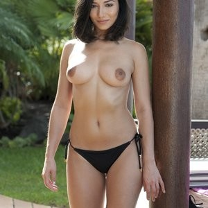 Nicola Paul Sexy & Topless (5 Photos) – Leaked Nudes