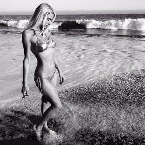 Paris Hilton in Micro Bikini (1 Photo) - Leaked Nudes