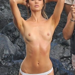 Poll: Candice Swanepoel vs. Stella Maxwell – Leaked Nudes
