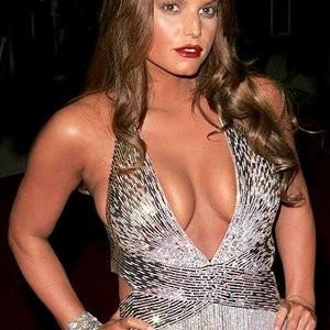 Poll: Christina Hendricks vs. Jessica Simpson - Leaked Nudes