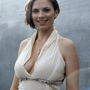 Poll: Evangeline Lilly vs. Hayley Atwell - Leaked Nudes