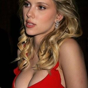 Poll: Scarlett Johansson vs. Jennifer Aniston – Leaked Nudes